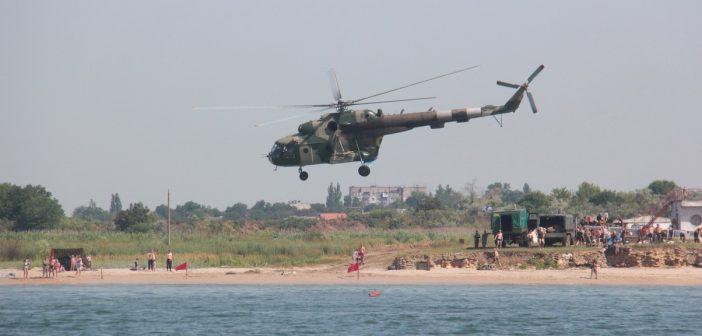Одесские курсанты отработали прыжки с парашютом на воду. Фоторепортаж
