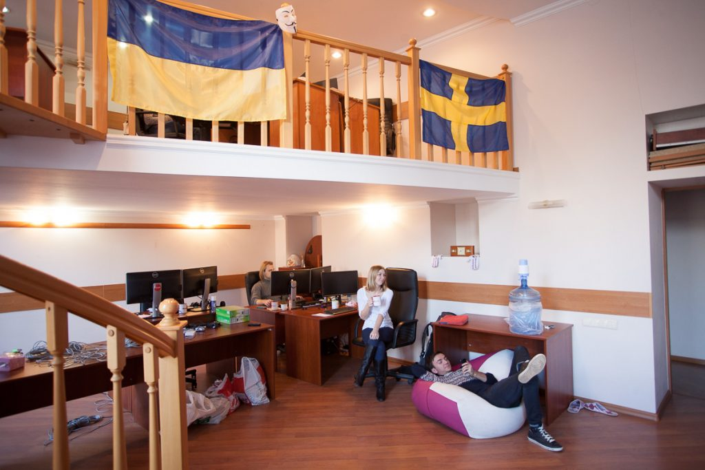 В одесском офисе ИТ-компании Beetroot соседствуют украинский и шведские флаги