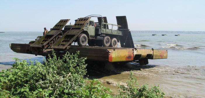 Инженерные машины, понтоны и временные мосты. В Одесской области прошли учения. Фоторепортаж